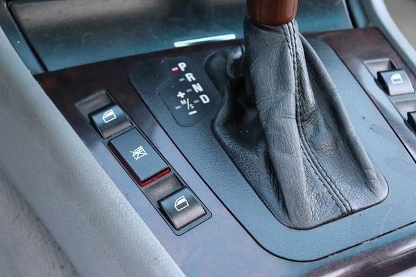 J 2001 BMW 330XI by autosales