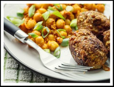 Spicy Meatballs And Chickpeas