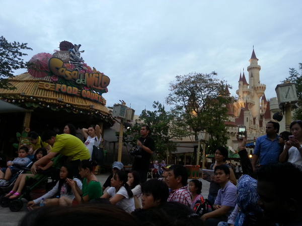 Universal Studios 301212 by Giraffenoodle by Giraffenoodle
