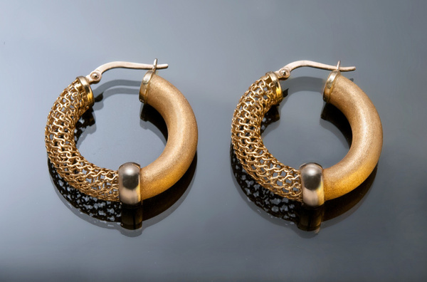 Gold-Earrings - High Quality Product Photography by Luminous Light Photography Toronto