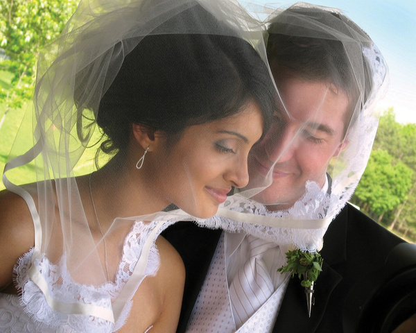 Bride-Veil - Luminous Light Photo offers Wedding Photography and Video packages