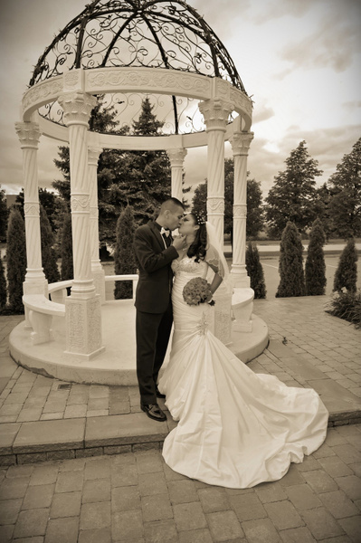 JPJC-Arch-Romantic - Luminous Light Photo offers Wedding Photography and Video packages