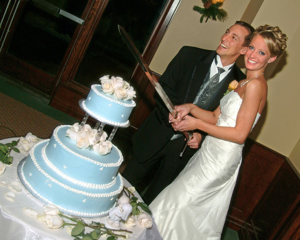 N&J-Cake-Cutting - Luminous Light Photo offers Wedding Photography and Video packages