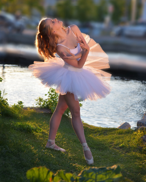 Ballerina-Outdoors-Toronto - Model and Actor Portfolio Photography by Luminous Light Photo