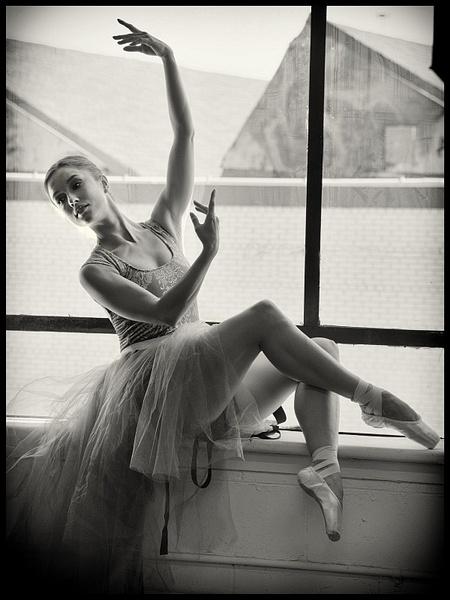 Julia-P-National-Ballerina by LuminousLight