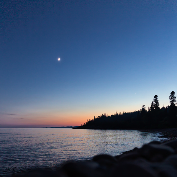 Grand Marais, Minnesota - Moon over coastline at Lake Superior. July 2018 - USA 2018 - Johan Clausen Photography