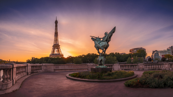 Paris-La-France-Renaissante-Sunrise - Home - Thomas Speck Photography