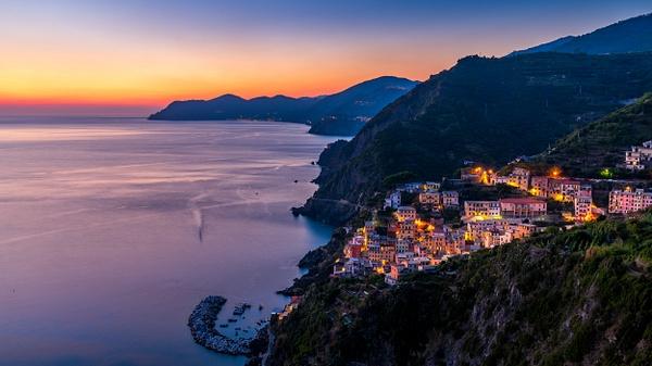 Riomaggiore-Cinque Terre-Coast-Italy-Sunset-Citylights - Home - Thomas Speck Photography