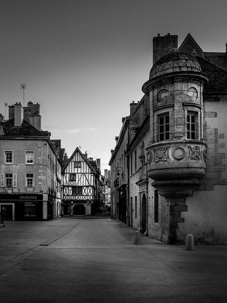 Dijon-Rue Verrerie-historic town-BW - Black White - Thomas Speck Photography