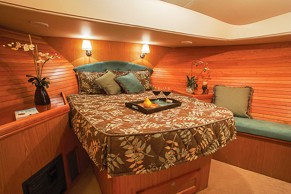 M43TFwdStateroom06LR - Boating - Jim Krueger Photography