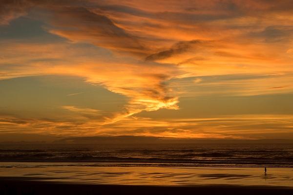 Sunset over the ocean by KeeleysPhotos
