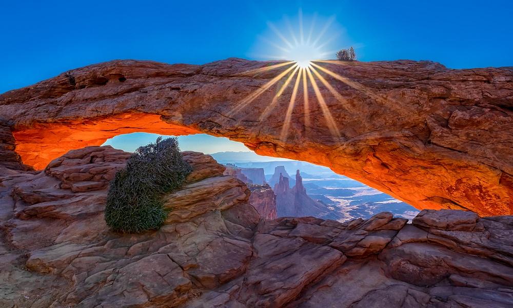 Sunrise over Mesa Arch