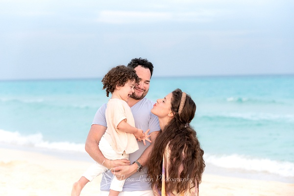 Family at the Beach - Lifestyle - Flora Levin Photography