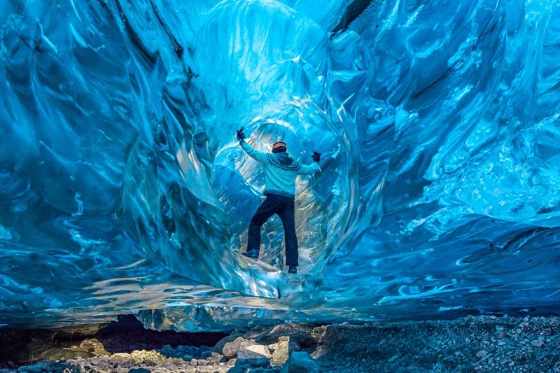 Siggi in Ice Cave 1