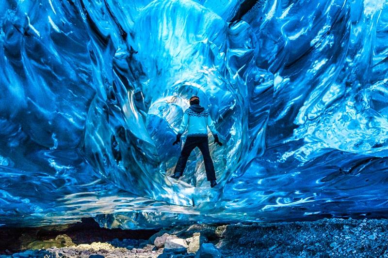 Siggi in Ice Cave 2