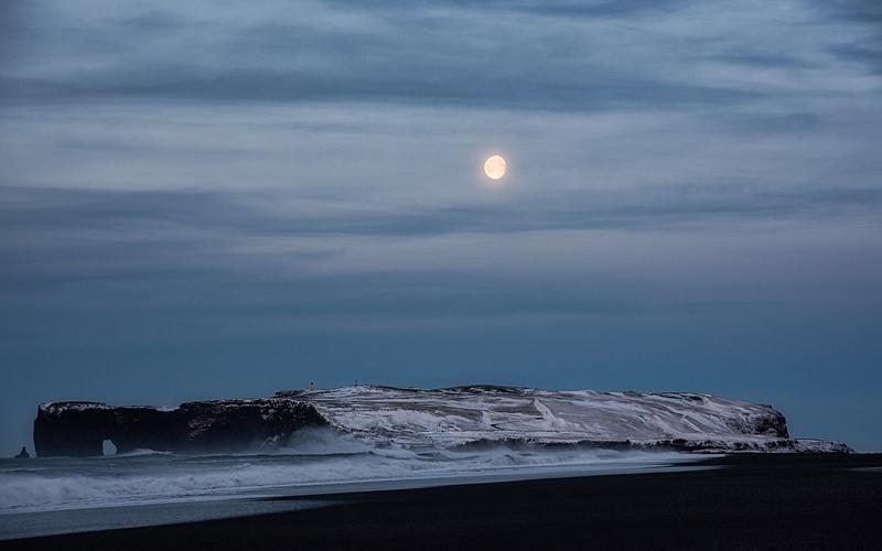 Diamond Beach, Rocky Shore & Moon