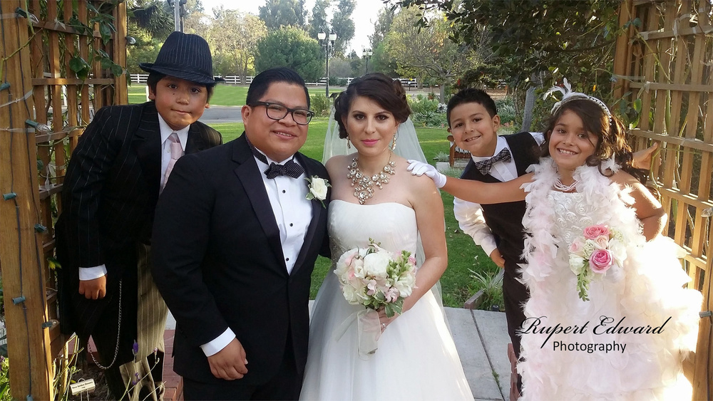 Romulo y Janet with wedding party