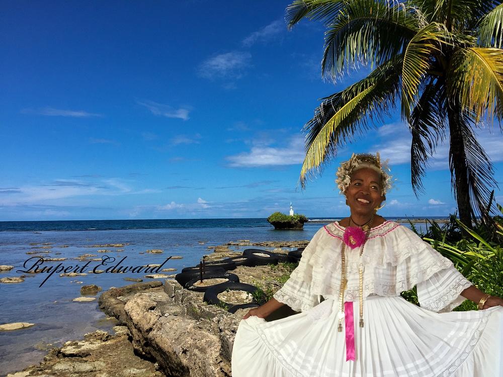 Joycelin en pollera panameña