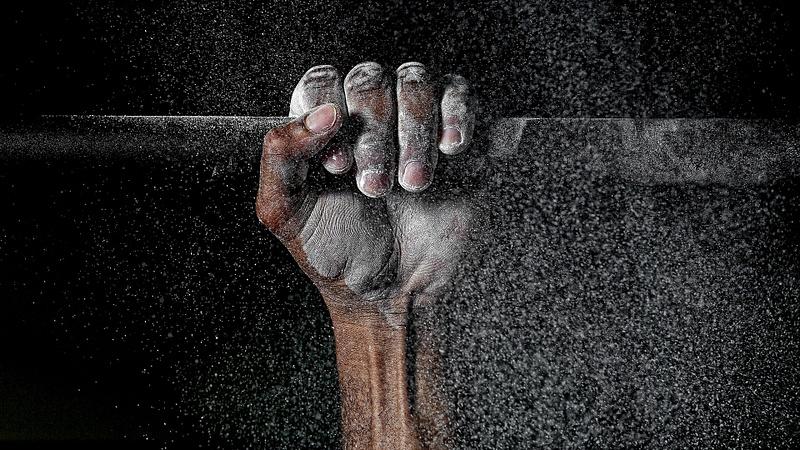 Powder hand