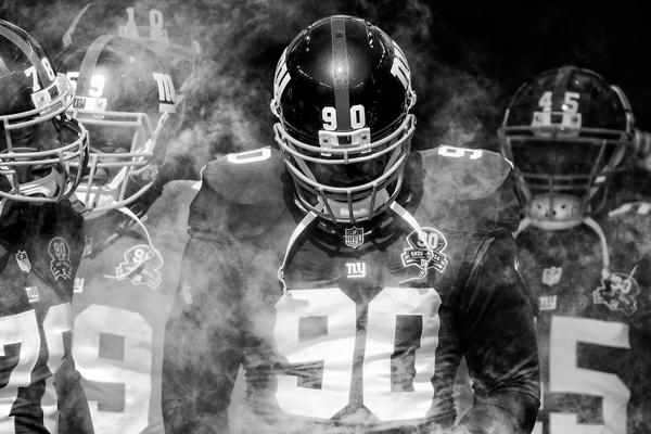 Giants in the smoke (final) - Football - Scott Kelby