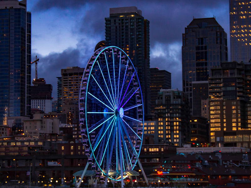 Seattle's Great Wheel and skyline at dusk.