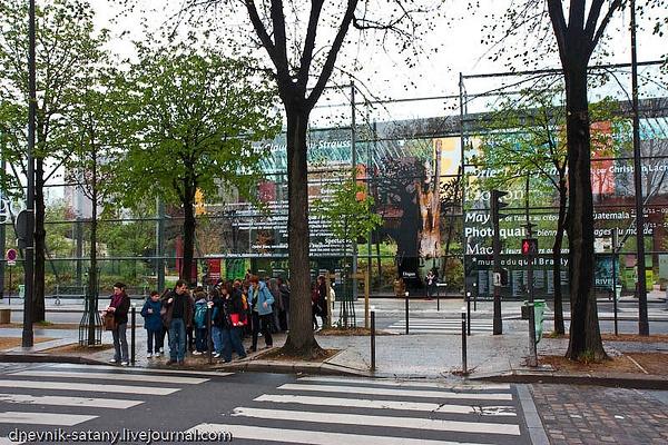 Paris: Museum Branli by Sergey Kokovenko