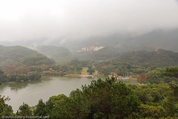Shenzhen: Utun Mountain by Sergey Kokovenko