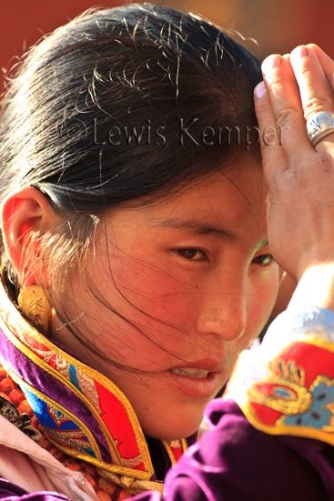 Tibetan woman in prayer