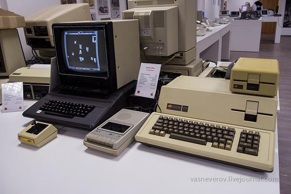 apple_museum_2711-010 by vasneverov