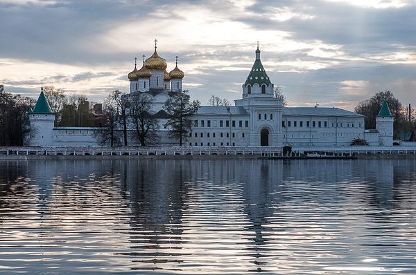 Kostroma and Rybinsk on Mayday 2013 by Muzzyenn