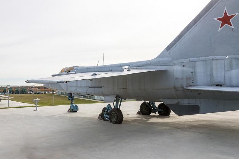 BA5I8042