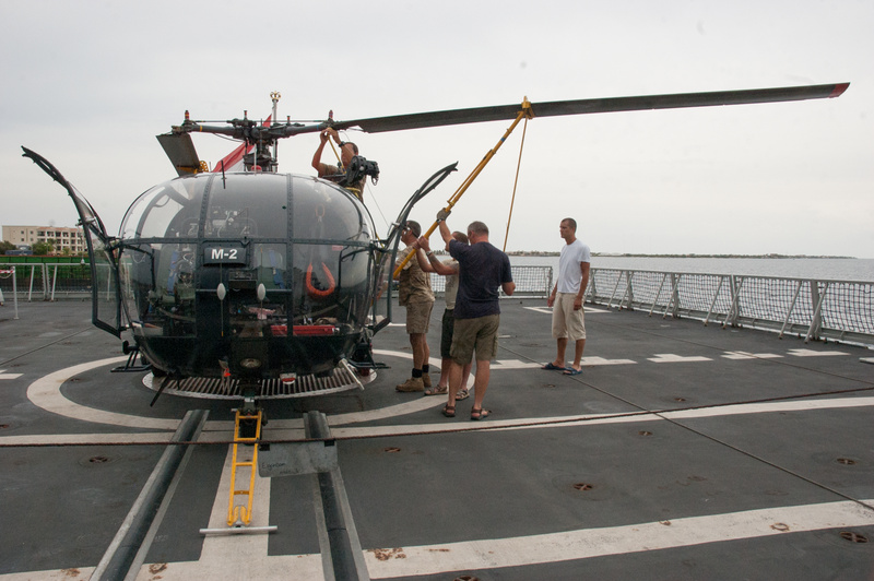 Unfolding and locking the main rotor blades