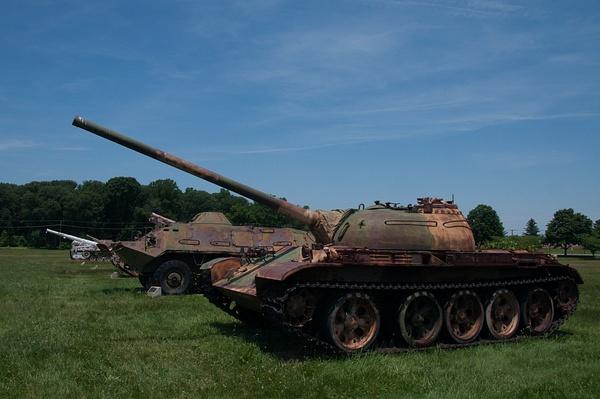 Soviet T-62 tank by Willis Chung