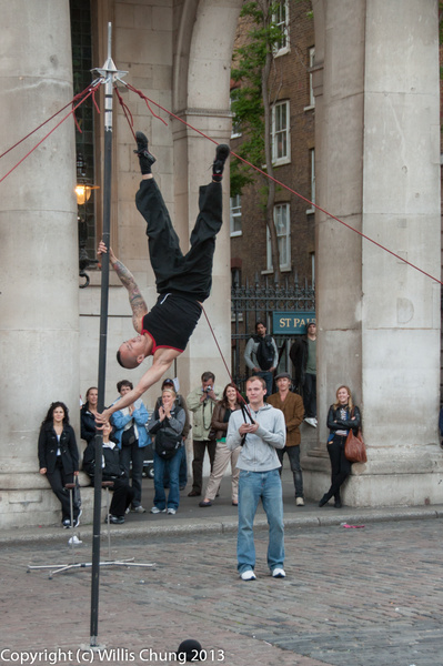 Busker working at Covent Garden by Willis Chung