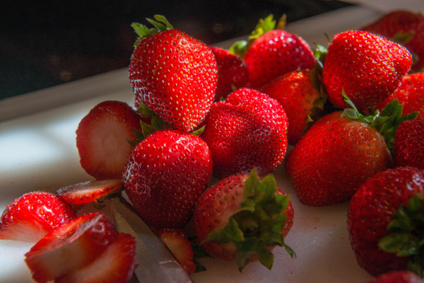 2015Aug Strawberries at breakfast by Willis Chung