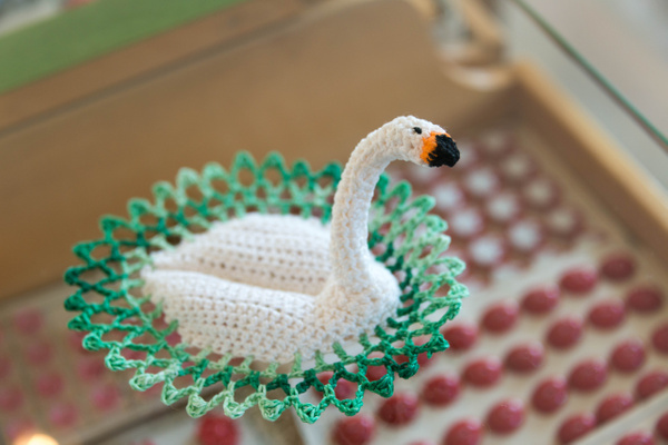 I have a weakness for birds, even if they are crochet...