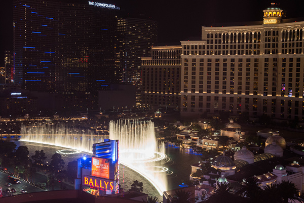 Bellagio from the Flamingo by Willis Chung