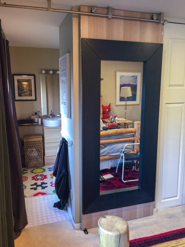 Mirror door in place, right sided stopper in place at the end of the rail.