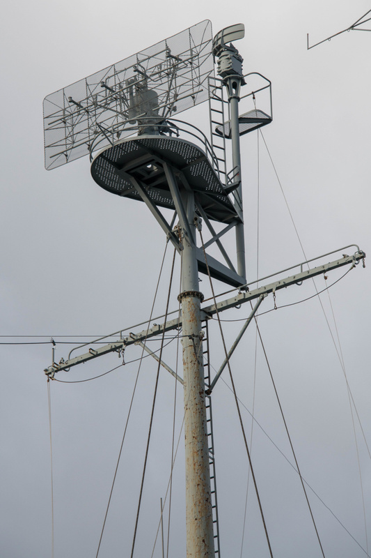 Maintop mast has SR air search antenna and much smaller SG surface search radar.