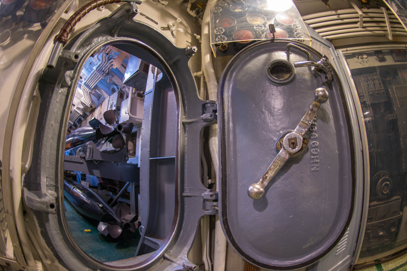 Hatch to the aft torpedo room.