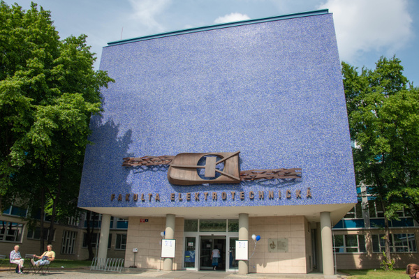 Faculty of Electrical Engineering, Czech Technical...