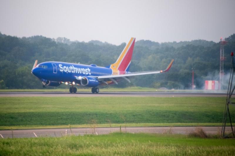 Landings on a parallel runway.