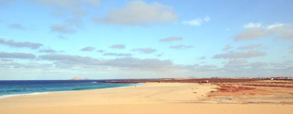 White beach, blue sea - No stress!