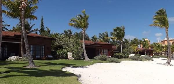Monarch Oceanfront Villas on main beach cove
