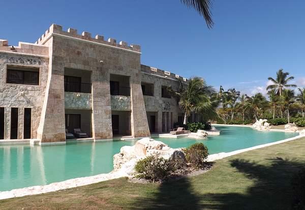 Castle Swim Up Suites
