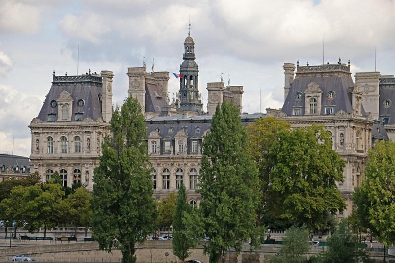 Hotel de Ville viewed from Pont Saint-Louis