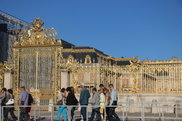 Versailles-Entering the palace