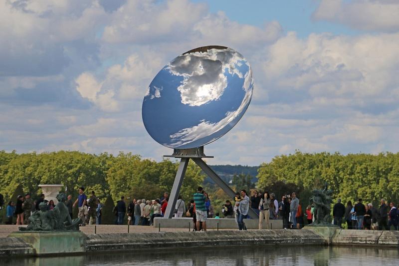 Versailles-Sky Mirror Sculpture in Stainless Steel by British-Indian Sculptor Anish Kapoor