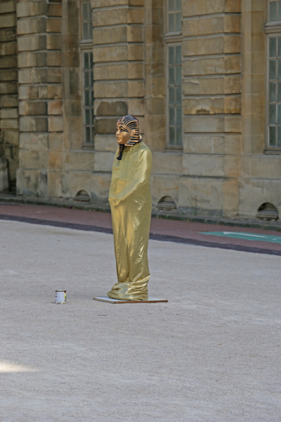 A mime on the streets of Versailles town
