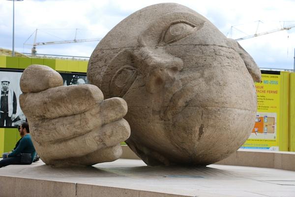 'L'Écoute' (Listen), a sculpture by René Cassin
